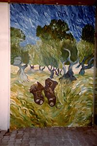 """Schulprojekt: Zwei Van Goghs in einem, Der Olivenhain, 1889 und """"Ein Paar schwarze Stiefel, 1886). Wer mag die Stiefel im Olivenhain vergessen haben?"""